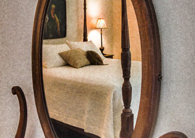mirror-and-bed